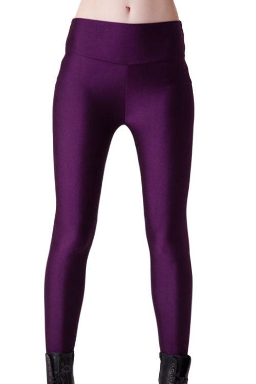 Lila skinande leggings i bekvämt material för yoga och träning! Köp på LeggingStore.se!